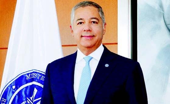Ex ministro Donald Guerrero acude a Procuraduría en respuesta a citación