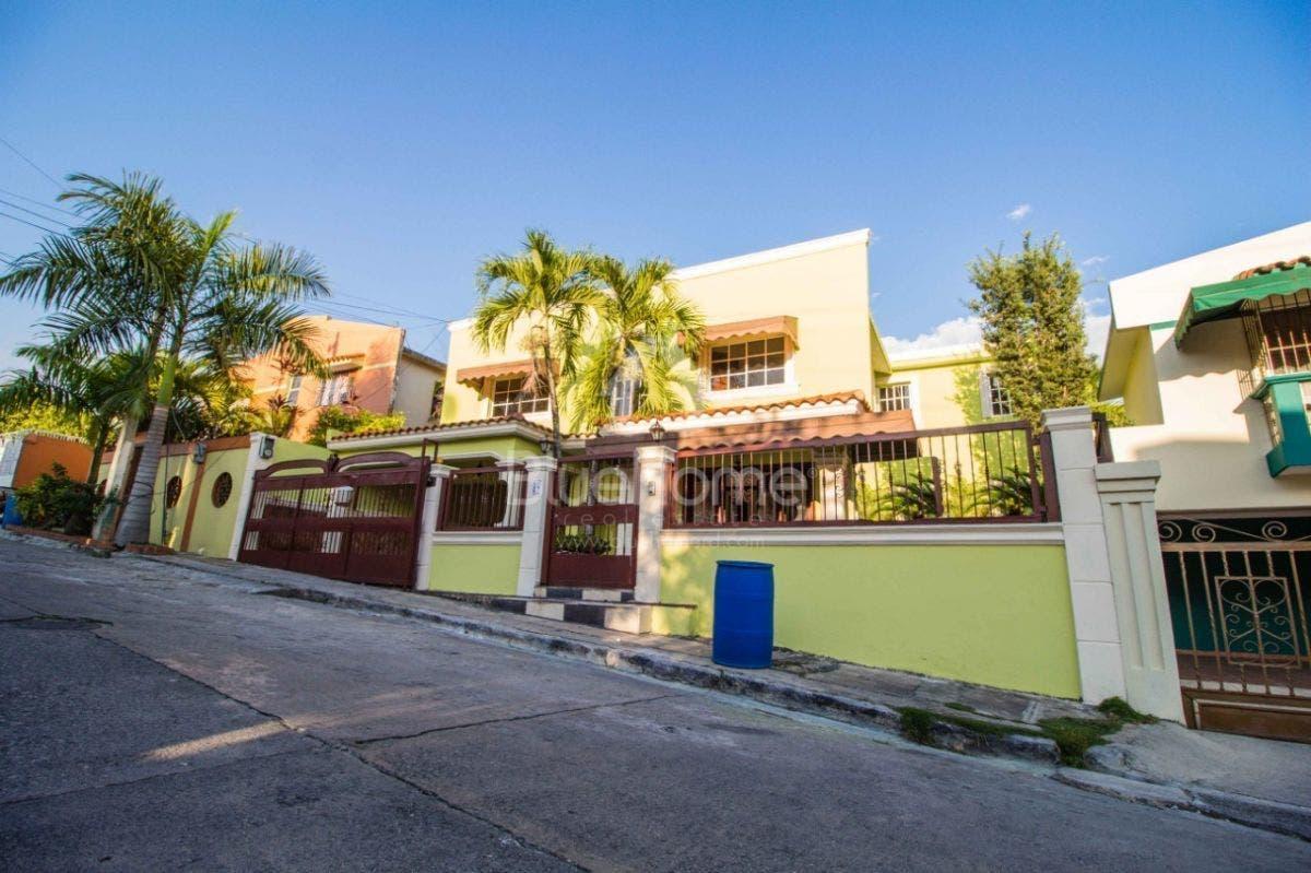 Coronavirus: Aíslan familia en residencial Villa Claudia por sospechas