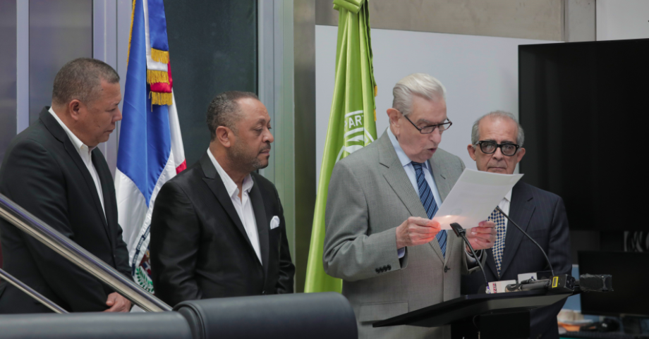 Federico Henríquez Gratereaux anuncia candidatura a senador por el Distrito Nacional