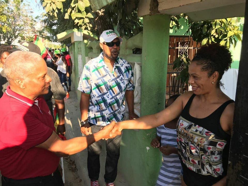 Candidato a alcalde del PCR por Boca Chica realiza mano a mano