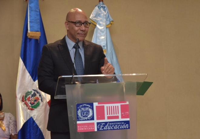 Minerd exhorta a familias dedicar mayores esfuerzos a enseñanza estudiantes
