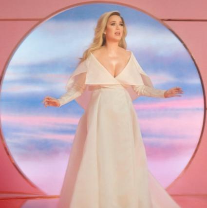 Katy Perry anuncia su primer embarazo en un videoclip