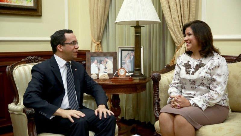 La dirección de campaña del candidato presidencial por el Partido de la Liberación Dominicana (PLD), Gonzalo Castillo, anunció hoy la designación de Andrés Navarro como jefe de campaña de Margarita Cedeño, compañera de boleta vicepresidencial de Castillo.