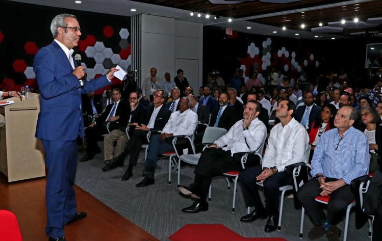 Luis Abinader asegura transformará el Ministerio de Educación y la carrera docente