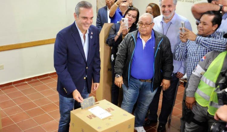 El llamado de Luis Abinader a quienes aún no han votado