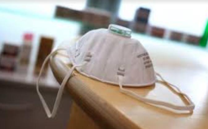 Médicos deben reusar materiales por falta suministros ante coronavirus