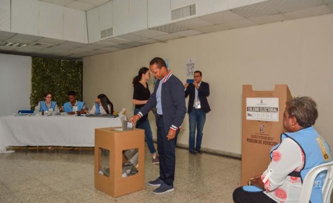Milton Morrison vota y destaca primera experiencia de País Posible en elecciones