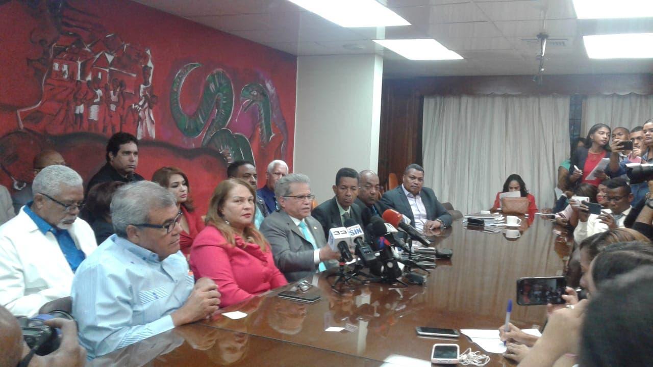 Coronavirus: Colegio Médico dice se le fue de la mano al Gobierno y ya está entre los dominicanos