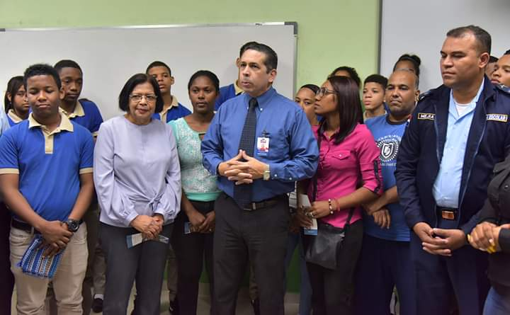 MINERD-Policía Escolar imparte charla integración a estudiantes