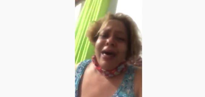 """La señora Jacqueline Burgos denunció hoy que su esposo falleció por coronavirus y que ahora ella y sus demás familiares que incluyen una señora de 96 años de edad y una mujer embarazada, están """"trancados"""""""