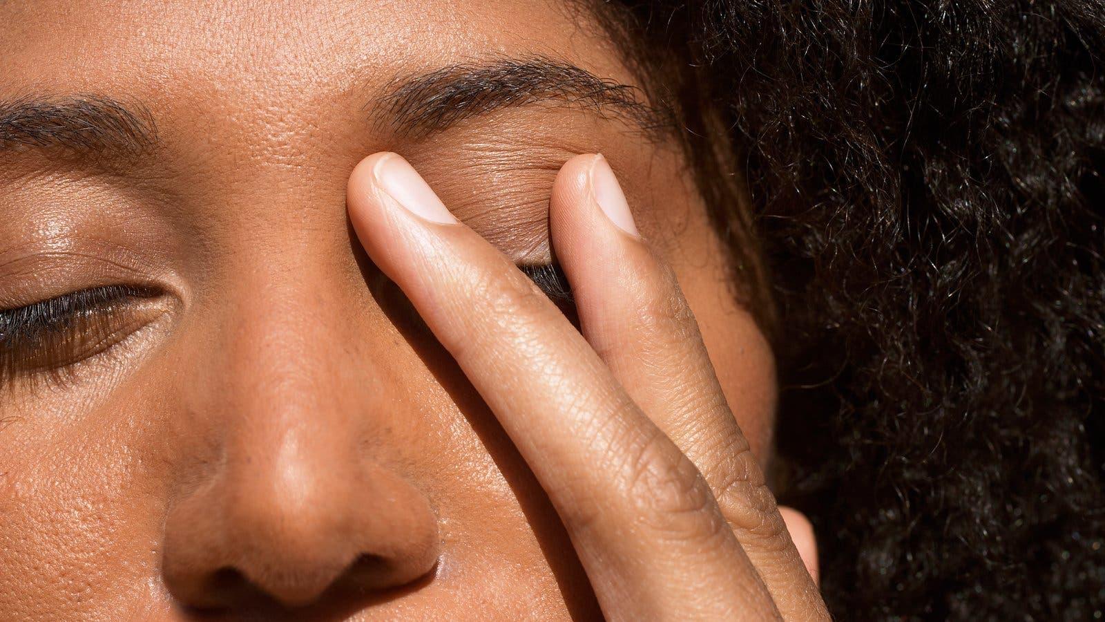 Coronavirus: ¿por qué es tan difícil dejar de tocarse la cara como recomiendan para evitar el contagio del covid-19?