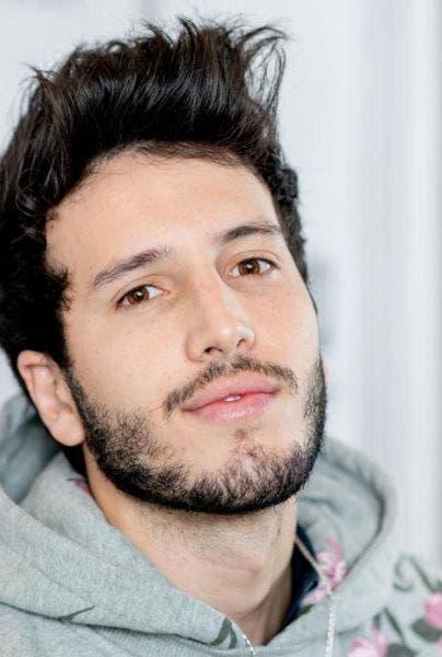 Cantante Sebastián Yatra en cuarentena por sospecha de coronavirus
