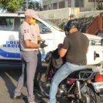 Policía Nacional detiene ciudadanos por toque de queda. Archivo.