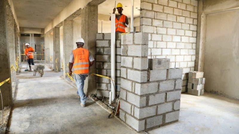Empresarios de la construcción se ahogan en deudas; dicen les siguen cobrando préstamos