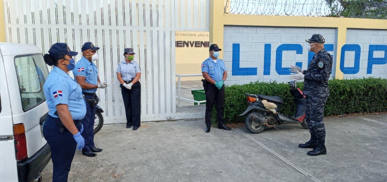 COVID-19: Policía Escolar supervisar entrega kits alimentos en diferentes centros educativos