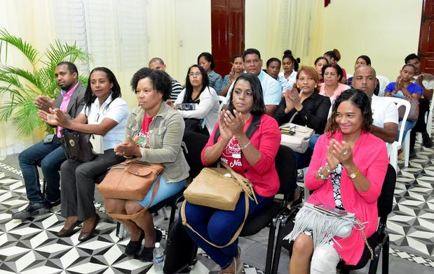 Convocan a docentes aprovechar becas de posgrado virtual mientras dure COVID-19