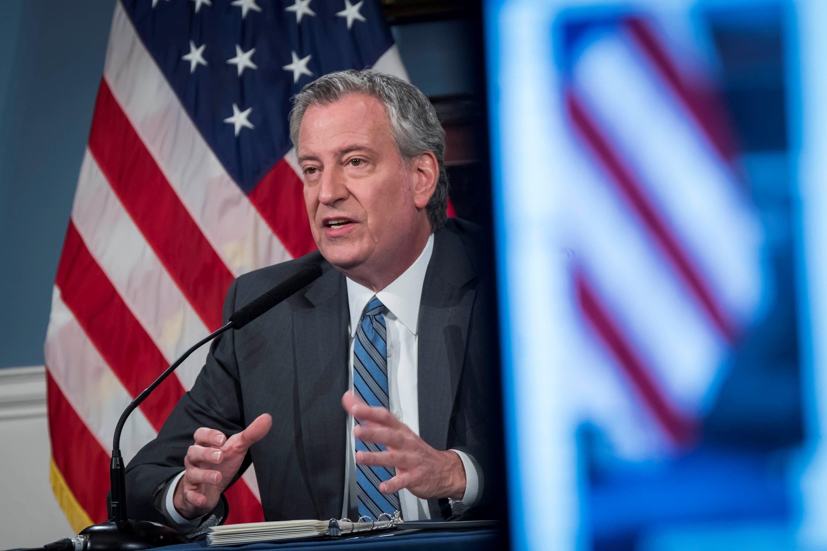 """Nueva York """"mirará"""" ofrecer ayudas a indocumentados, pero advierte del déficit"""