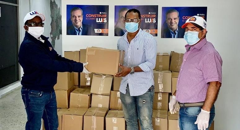 El equipo respalda a Abinader realiza entrega de raciones en Los Alcarrizos