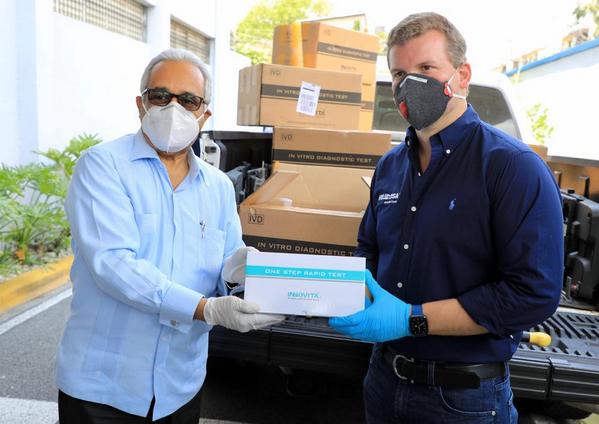 Gonzalo Castillo dona otros  11,300 kits de pruebas del Covid-19