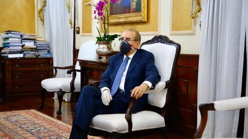 Hoy Digital - Con un guante sí y uno no, presidente Danilo Medina ...