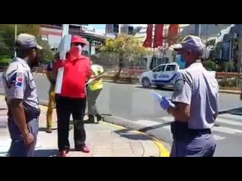 Detienen a otro «peregrino» que marchaba con cruz hacia el Congreso Nacional