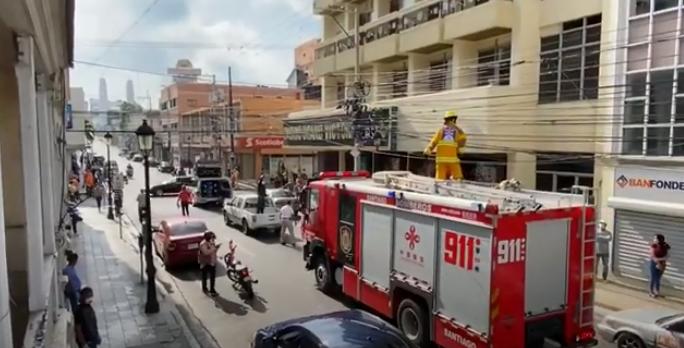 VIDEO: «Vamos a comenzar a mojarlos», la última advertencia que hace alcaldía contra aglomeraciones