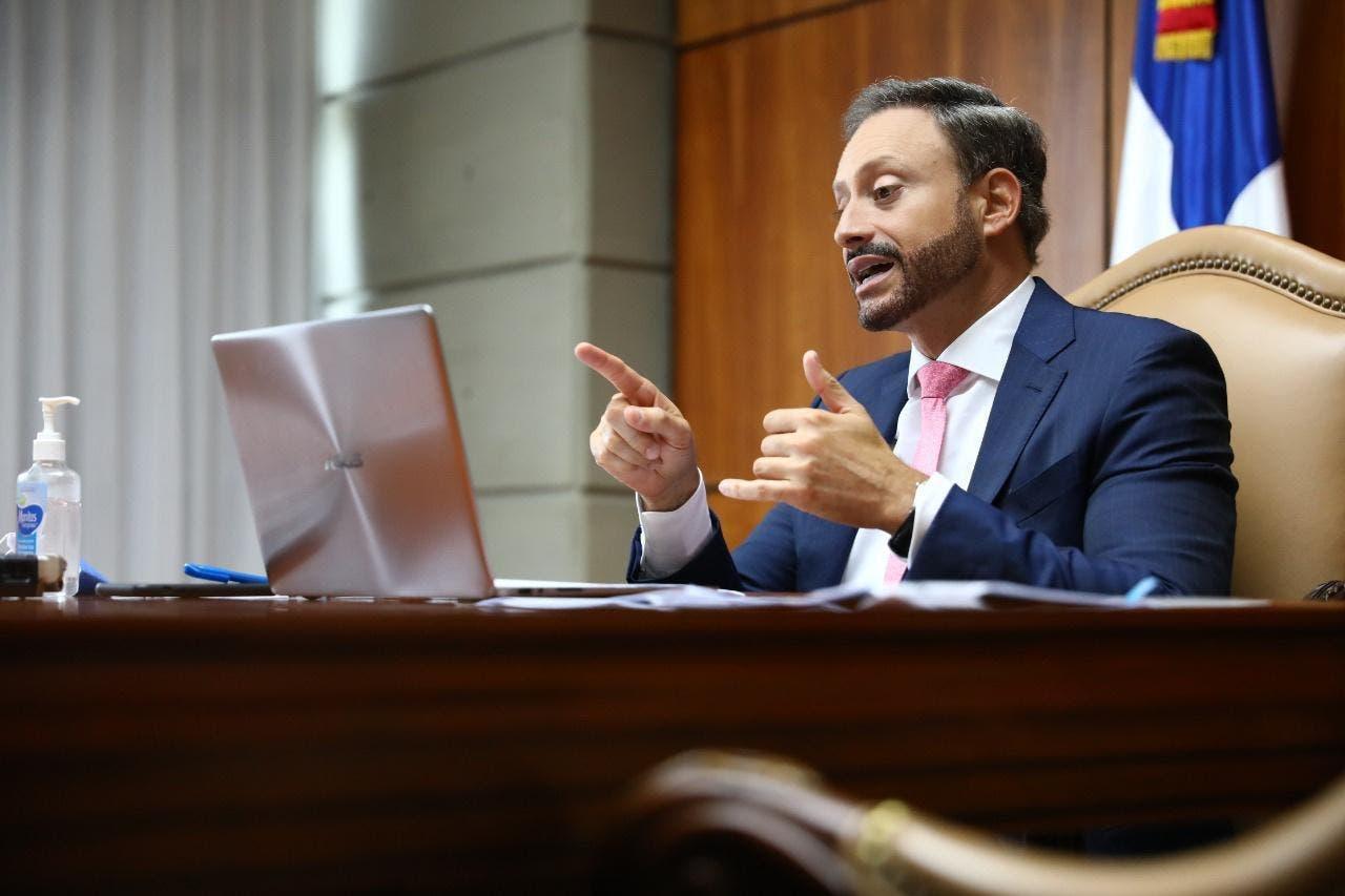 Procurador General Jean Alain entre figuras han cambiado su look durante cuarentena