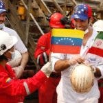 Puerto Cabello (Venezuela), 25/05/2020.- A handout photo made available by the Ministry of Communication and Information (MinCI) shows workers with the flags of Venezuela and Iran waiting for Venezuela Minister of Petroleum Tareck el Aissami in Puerto Cabello, Venezuela, 25 May 2020 during his visit to the 'Fortune' Iranian ship. The first of the Iranian ships loaded with 245 million liters of gasoline arrived at El Palito near Puerto Cabello, one of the largest refineries in Venezuela, Venezuela Minister of Petroleum Tareck el Aissami reported Monday. This is the first of five ships from Iran that will arrive in Venezuela as part of a commercial fleet and in addition to gasoline contains other materials that will be used by the state oil company PDVSA. Gasoline has been scarce in Venezuela for weeks and to be able to refuel it is necessary to queue for hours, sometimes days, without a guarantee of being able to fill the entire tank of a vehicle. EFE/EPA/MinCI / HANDOUT HANDOUT EDITORIAL USE ONLY/NO SALES