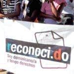 El País / Decenas de descendientes de haitianos están en vigilia frente a la sede del Congreso Nacional, en reclamo de que se les sea reconocido el derecho a la nacionalidad dominicana, Hoy / Francisco Reyes / 12 / 03 / 2014 /