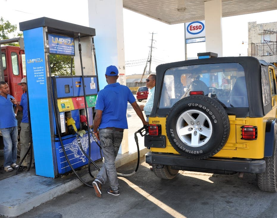 Así se estrena Ito Bisonó con precios de los combustibles