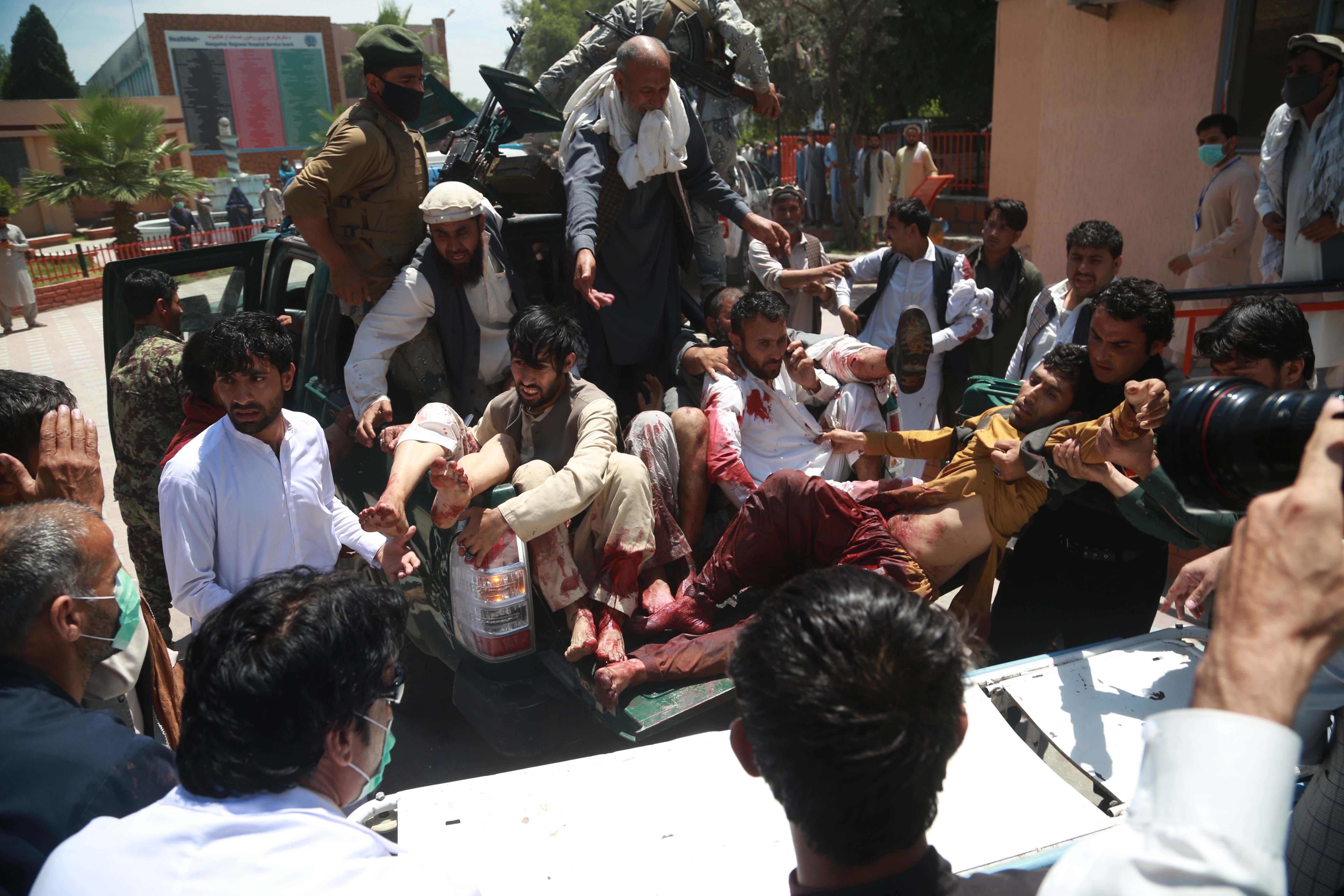 Estado Islámico se atribuye autoría de ataque contra funeral que causó 24 muertos