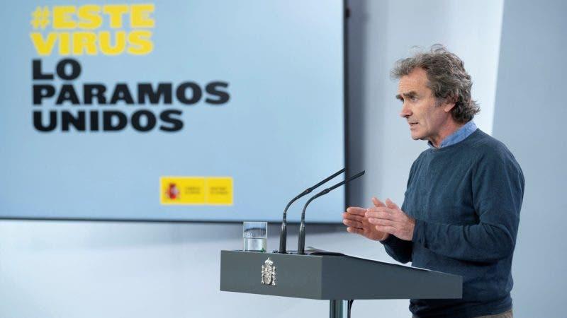 El director del Centro de Alertas y Emergencias Sanitarias del Ministerio de Sanidad, Fernando Simón, durante la rueda de prensa ofrecida hoy martes en el Palacio de la Moncloa, en Madrid. EFE