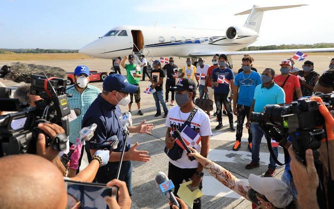 Gonzalo Castillo recibe 17 pescadores permanecían varados en Jamaica