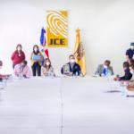 En el encuentro de revisión del formato de las boletas, participaron los delegados de los partidos.