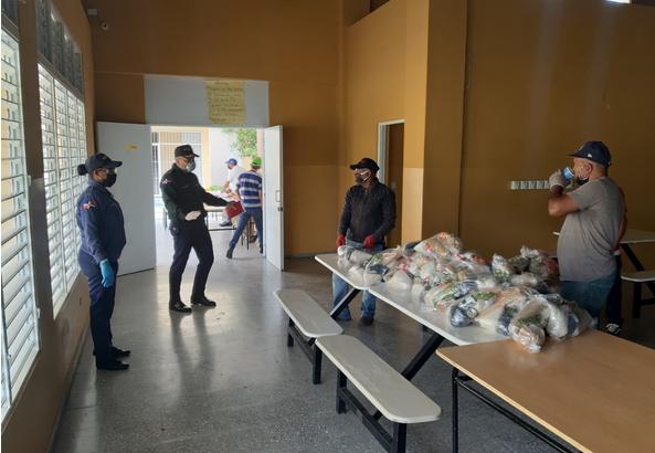 Entregan más de cinco millones de kits de alimentos a padres de estudiantes