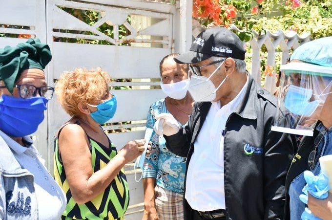 Ministro de Salud durante intervención en Ensanche Quisqueya en el Distrito Nacional