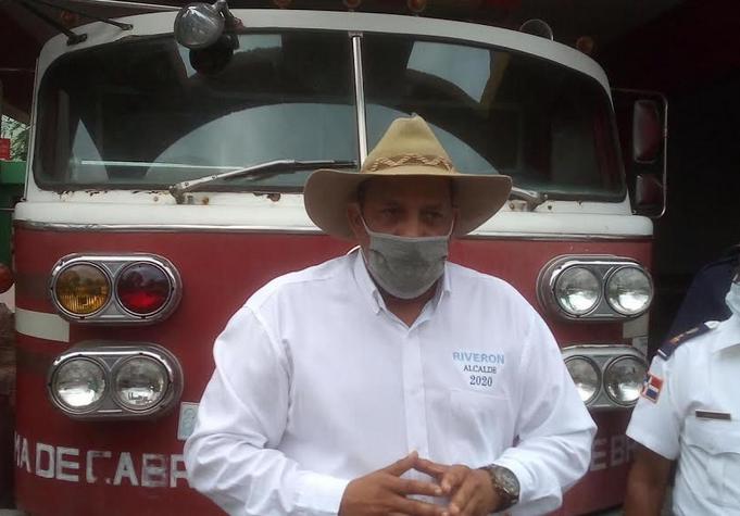 Alcalde de Dajabón Santiago Riverón entrega camión de bomberos