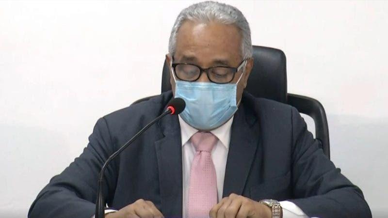 Ministro de Salud, Rafael Sánchez Cárdenas, durante rueda de prensa en el Centro de Operaciones de Emergencias. ARCHIVO