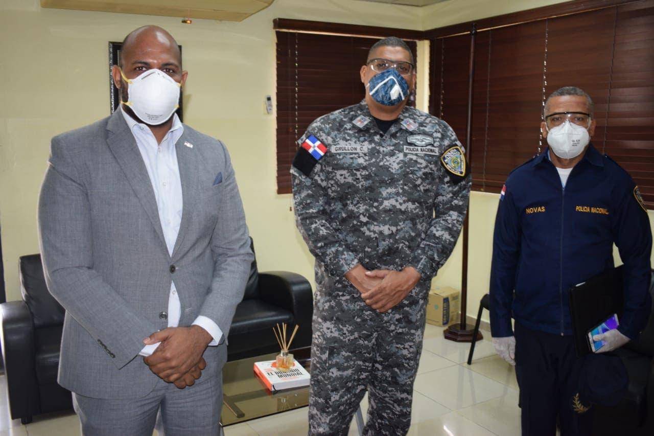 Regional 10 establece alianza con la Policía Escolar y Nacional para reforzar seguridad