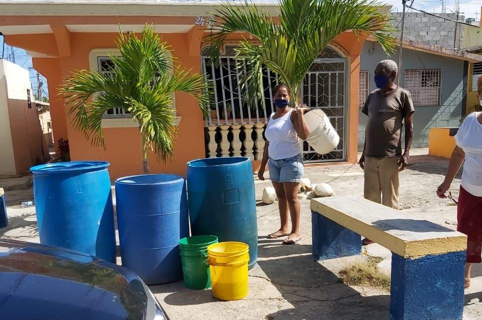 Ocho meses sin recibir agua en Barrio Nuevo, Caballona, SDO