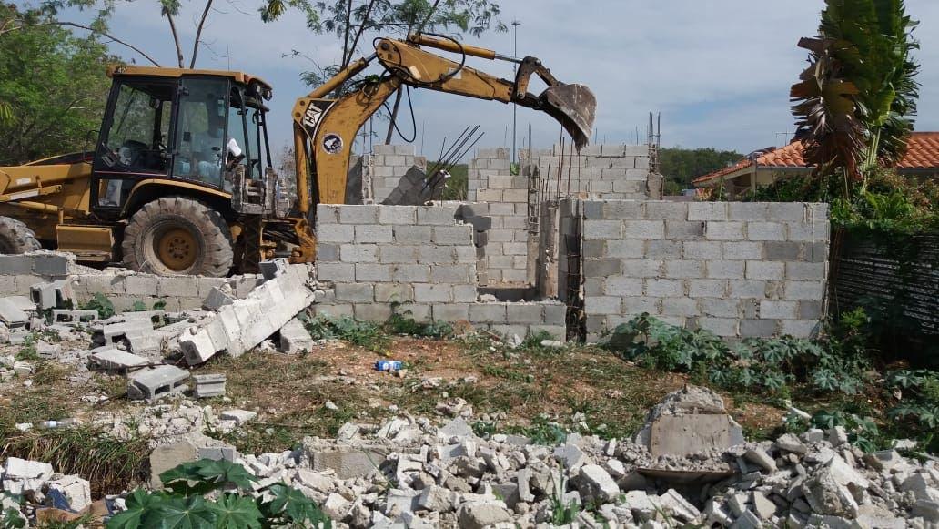Recuperan áreas verdes invadidas en residenciales de la Jacobo Majluta