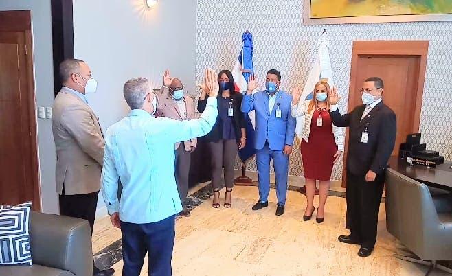 Manuel Jiménez juramenta comisión de compras y contrataciones