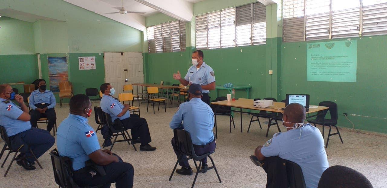Policía Escolar continúa capacitación de agentes