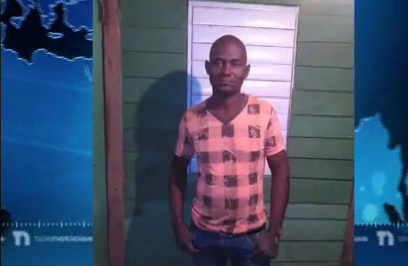 Video: Denuncian hombre se quita la vida y su cadáver en descomposición permanece en la vivienda