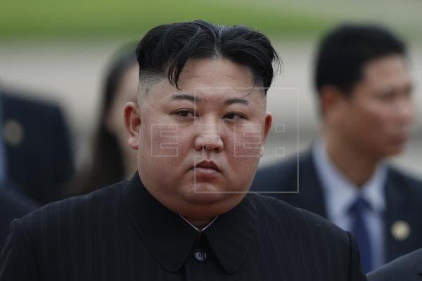 Líder norcoreano aparece después de 3 semanas en reunión con mandos militares