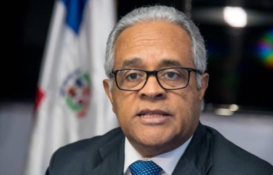 «He querido aclarar lo que es politizar, politiquería y asumir la responsabilidad», dice ministro de Salud