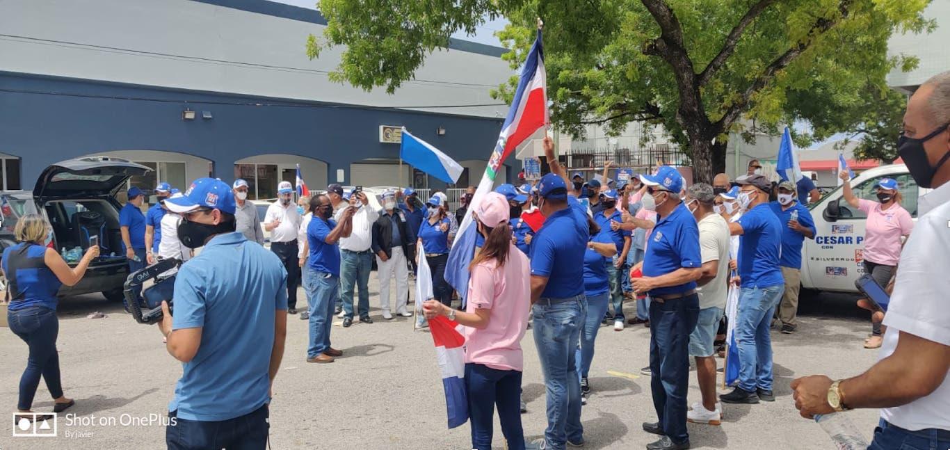 PRM realiza cierra de campaña en Miami con caravana