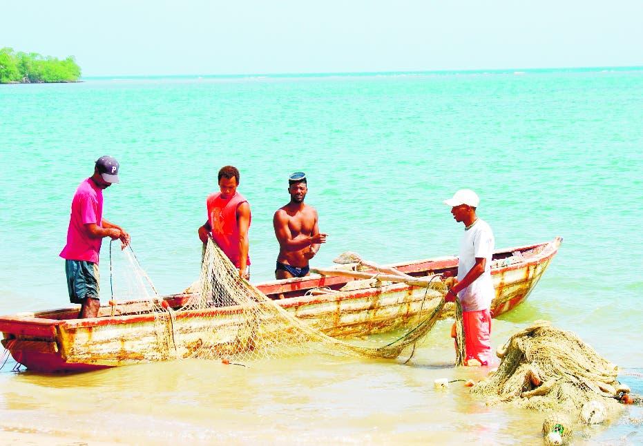 Cuba devuelve a RD 50 pescadores