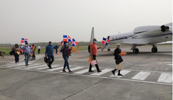 Otros 14 dominicanos llegan al país por gestión de Gonzalo Castillo