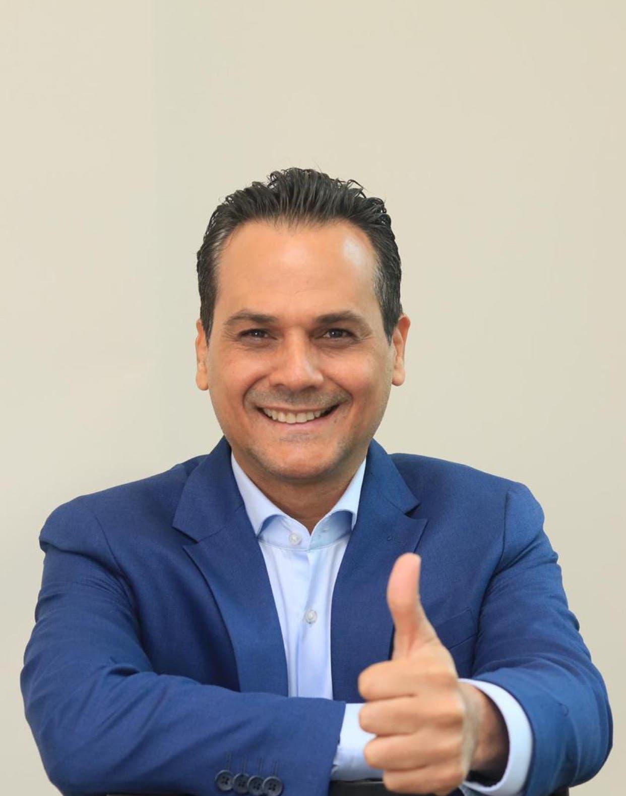 Iván Silva dice encabeza encuesta con un 48.9 % y ganaría senaduría por el PRM